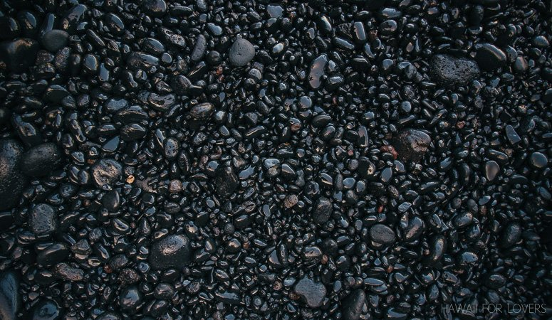 the black sand beaches of Wai'anapanapa state park
